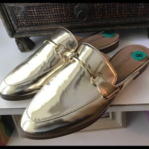 Restricted Gold Flats Size 8